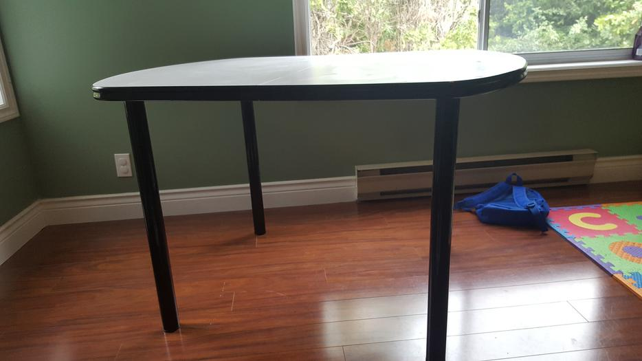 clean and extendable dining table in mint condition  : 54257332934 from www.usedvictoria.com size 934 x 525 jpeg 46kB