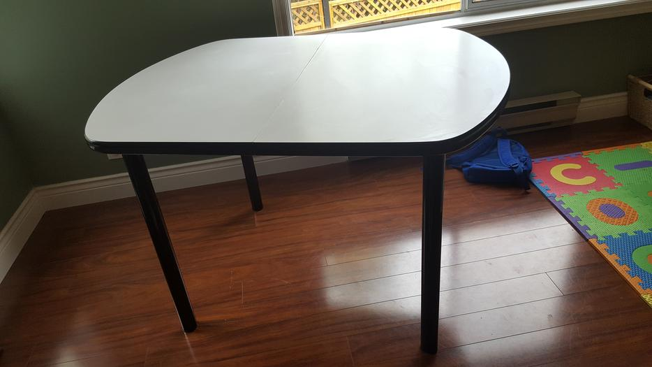 clean and extendable dining table in mint condition  : 54257337934 from www.usedvictoria.com size 934 x 525 jpeg 47kB