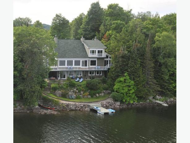 The Undiscovered Pearl: Beautiful Lakefront Home; 1 hr. from Ottawa