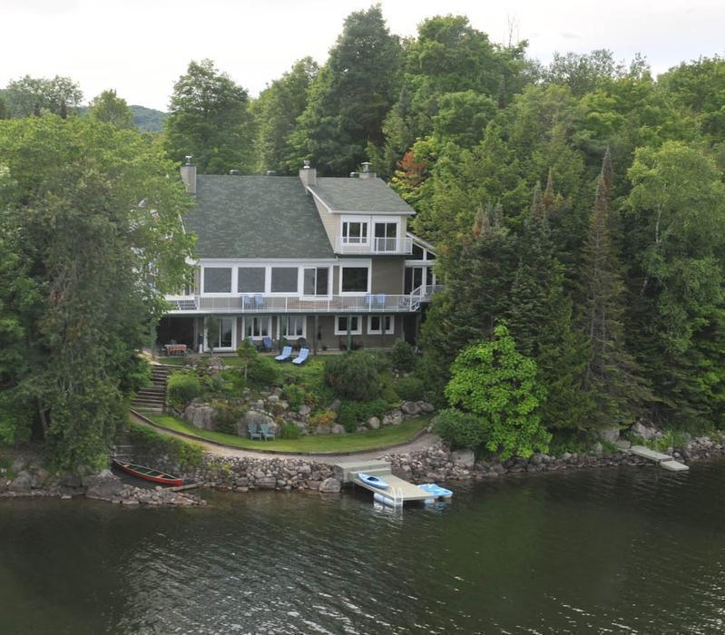 Lakefront Luxury Homes: The Undiscovered Pearl: Beautiful Waterfront Home; 1 Hr
