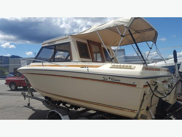 1982 Sun Runner Express 21' with new engine and leg