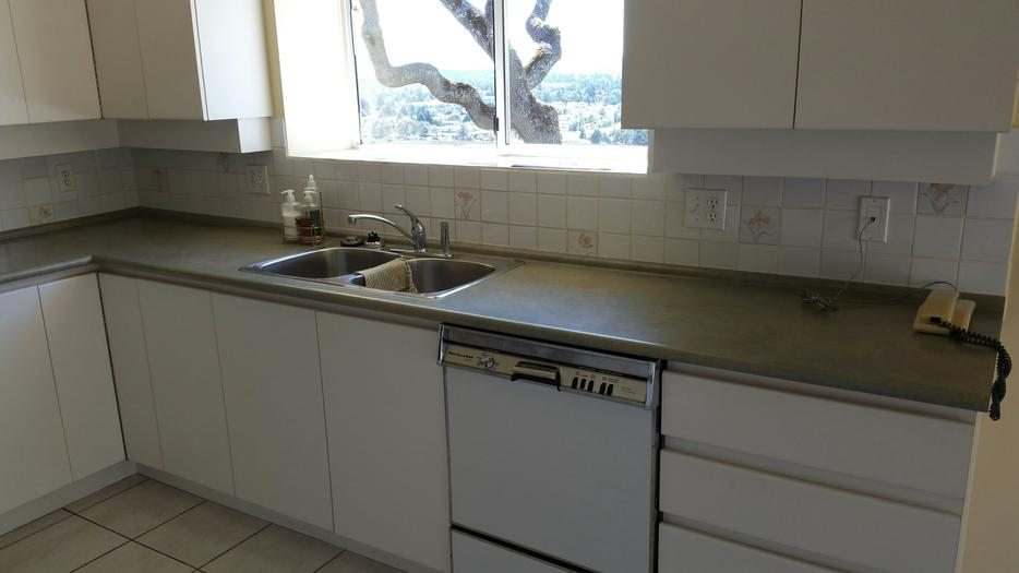 Free kitchen cabinets and appliances saanich victoria for Kitchen cabinets kamloops