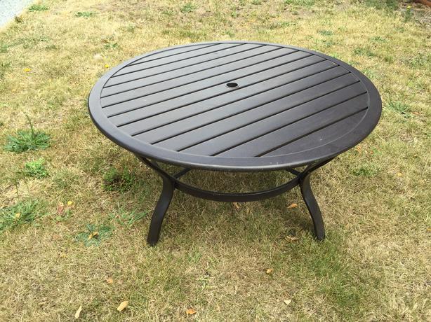 Metal patio table with umbrella hole victoria city victoria - Aluminium picnic table with umbrella ...