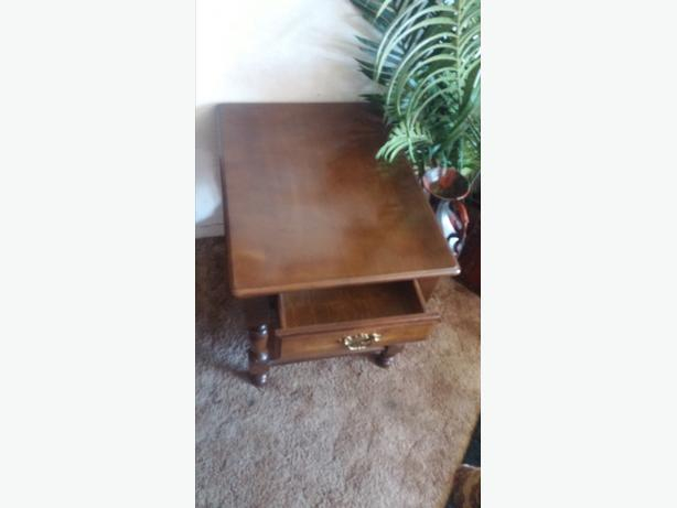 BEAUTIFUL ANTIQUE SIDE TABLE WITH DRAW AND GLASS FOR PROTECT TOP