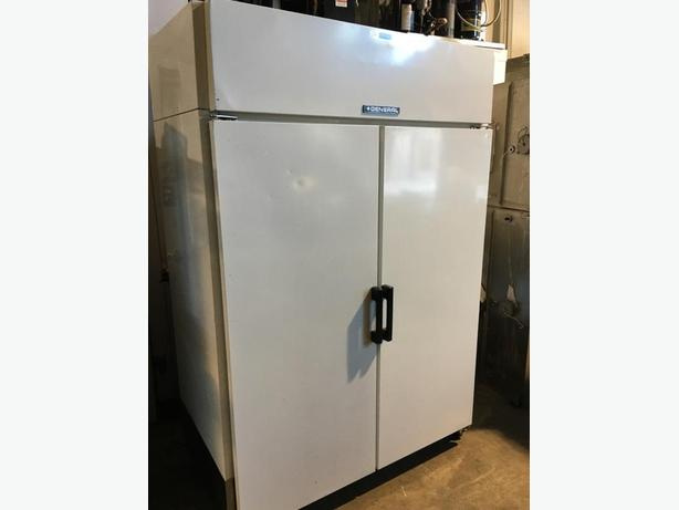 (GENERAL) LARGE COMMERCIAL 2 SOLID DOOR COOLER
