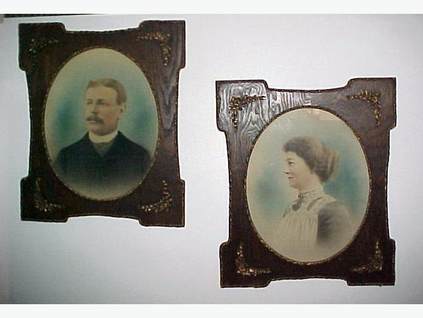 2 Matching 1800s Antique Oak Wood Picture Frames w/Oval Pictures~Gilded