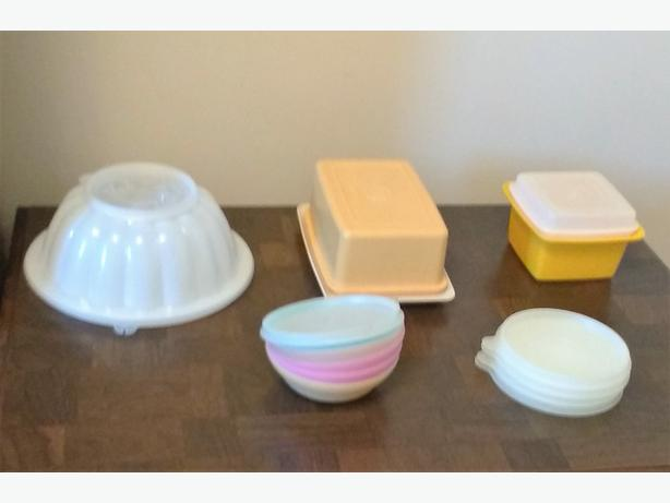 CHOICE OF TUPPERWARE PIECES (LOT 1)