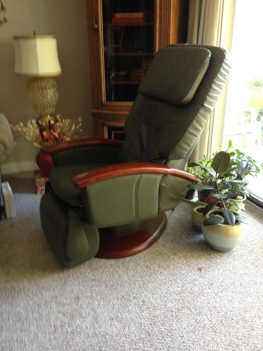 Beautiful custom humantouch robotic massage chair victoria city victoria - Massage chairs edmonton ...