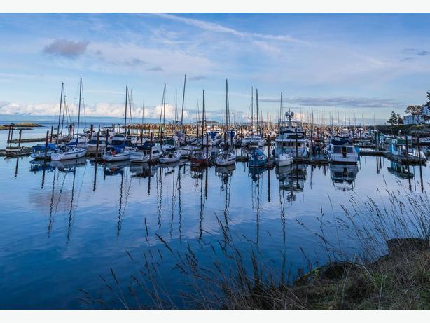 Fairwinds Marina - Moorage Available