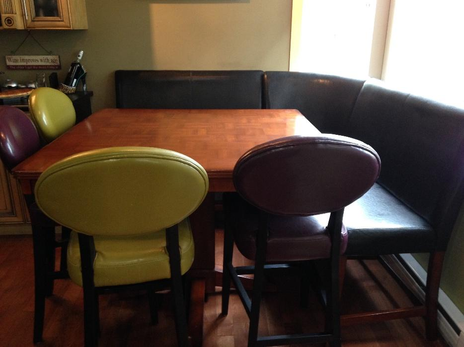 Dining table with 4 chairs and bench seating saanich for Dining room tables victoria bc