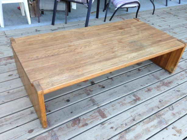 Large solid oak coffee table parksville parksville qualicum beach Honey oak coffee table