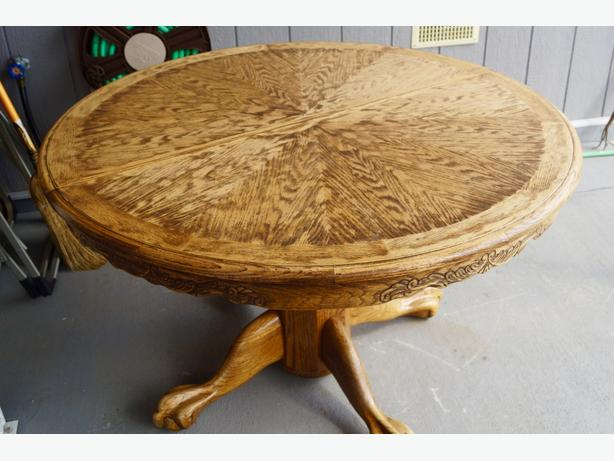 ROUND Golden OAK Dining Table