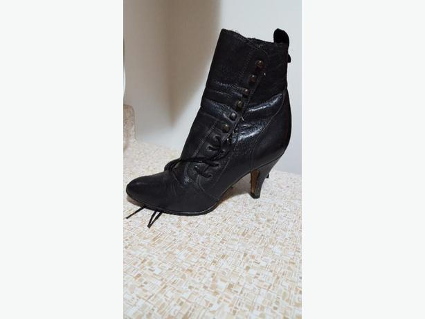ANTIQUE VICTORIAN LADIES ANKLE BOOTS