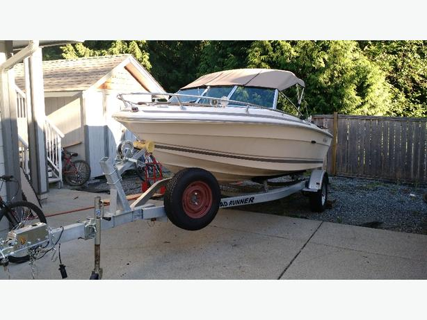 V19 SeaRay Boat