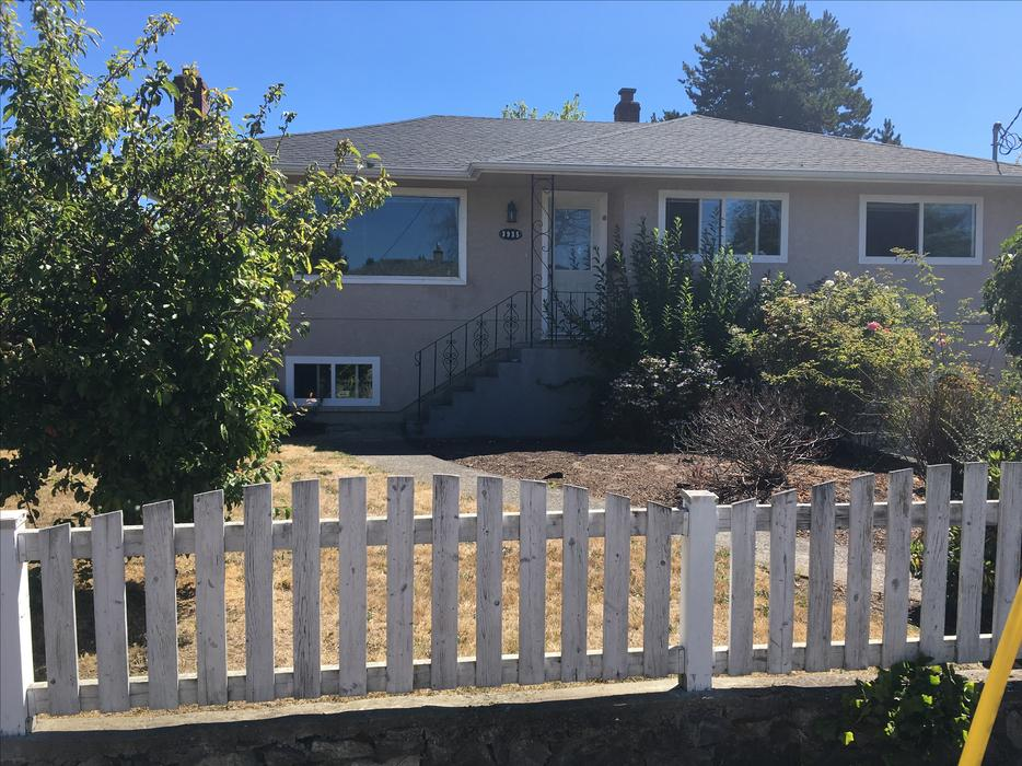7 bed 3 bath 2 kitchen house close to uvic avail sept 1 for 7 summerland terrace