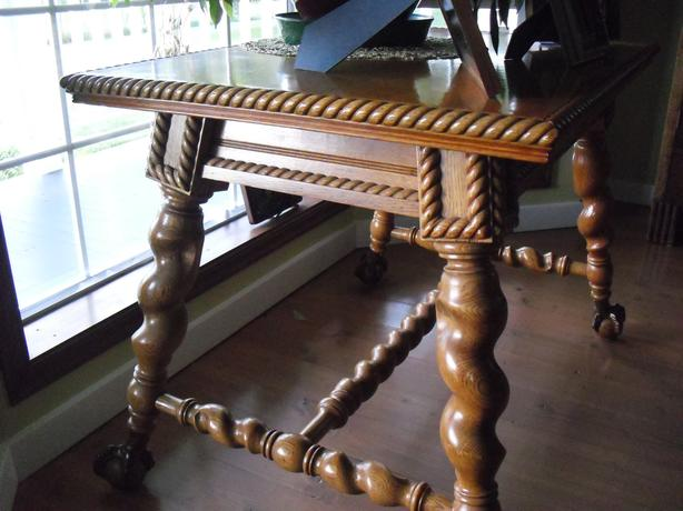Stunning Oak Antique Table