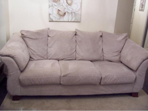 like new comfy large cream sofa for sale gloucester ottawa. Black Bedroom Furniture Sets. Home Design Ideas