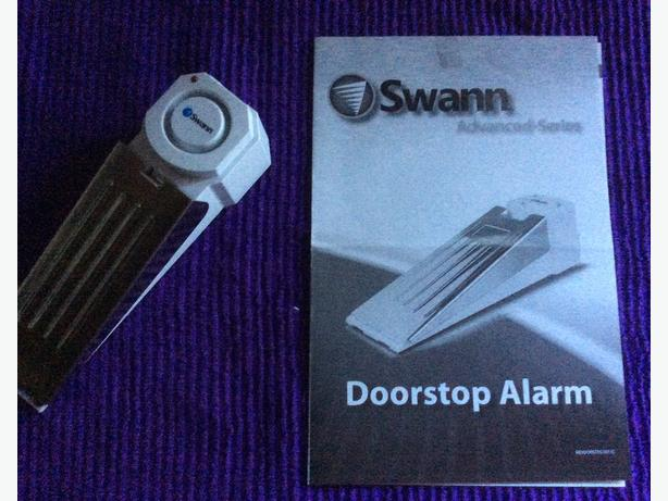 Travel alarm for door