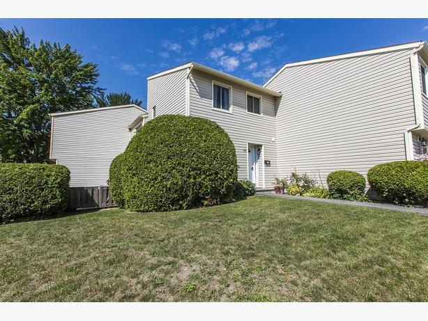 Beautiful 3 BR 2 Bath Condo in Barrhaven