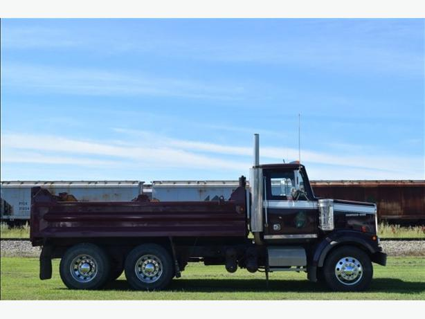 2002 Western Star 4900FA Conventional Gravel Truck