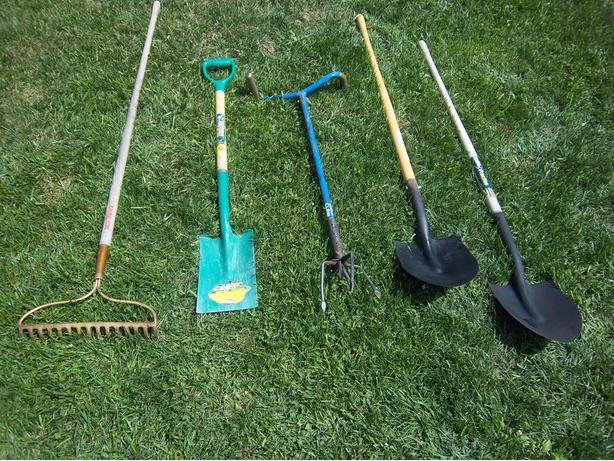 Garden tools orleans gatineau for Gardening tools required