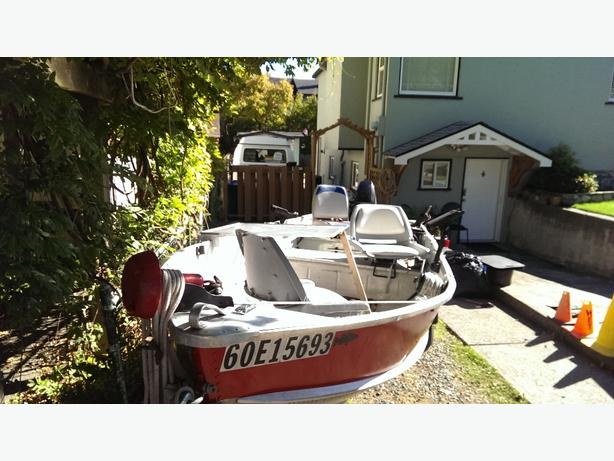 Aluminum boat motor and trailer victoria city victoria for Self deploying trolling motor