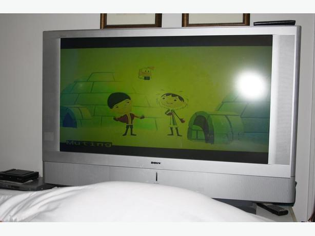 FOR SALE SONY TV-- WORKS WELL