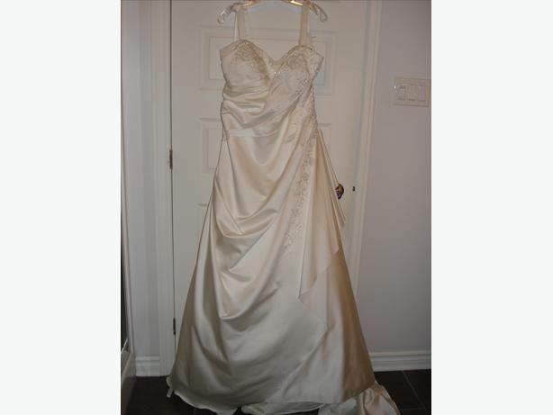 New Venus Wedding Dress, Size 22