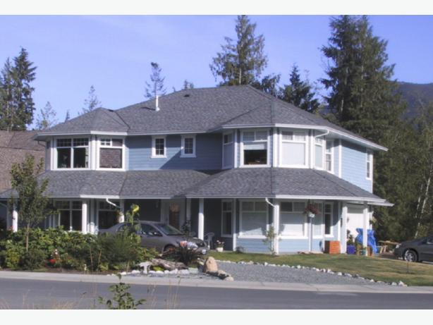 BUSY B&B or FAMILY HOME WITH IN-LAW SUITE, LAKE COWICHAN