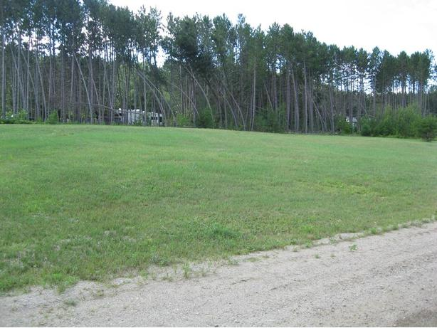 37000 square foot building lot in Otter Lake Quebec.