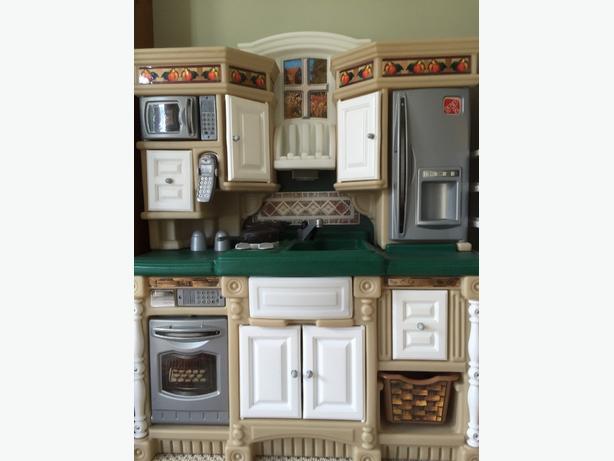 Step 2 Lifestyles Play Kitchen And Accessories North Nanaimo Nanaimo