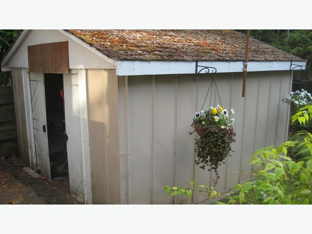 Garden shed victoria city victoria for Garden shed victoria