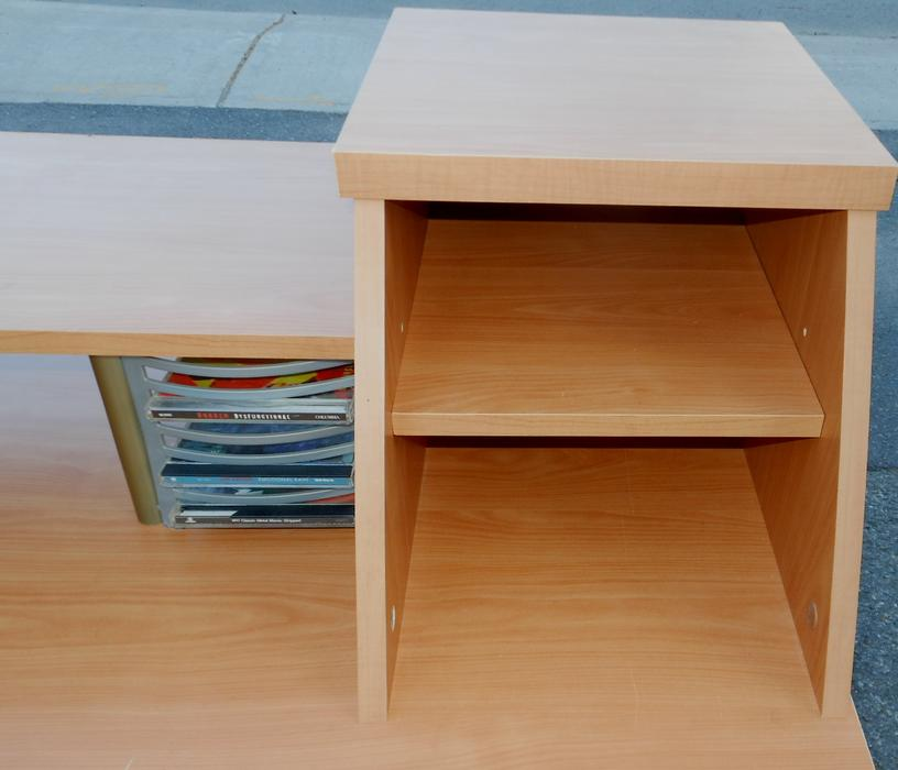 home pc desk with retractable pull out keyboard tray central ottawa inside greenbelt ottawa. Black Bedroom Furniture Sets. Home Design Ideas