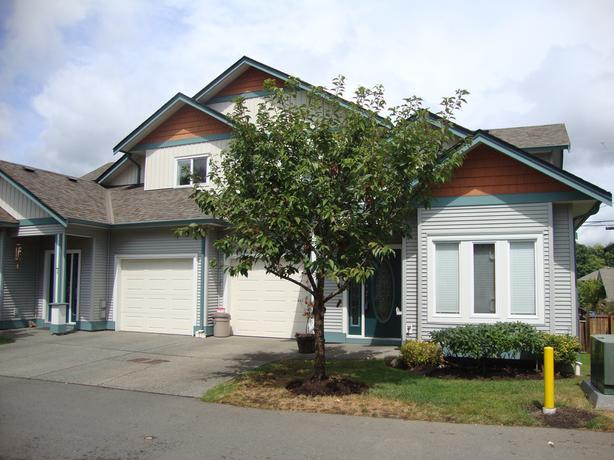 JUST REDUCED!! Lovely Townhouse Centrally Located in Duncan!