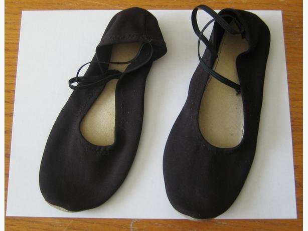 Black ballet slipper shoes - about size 6
