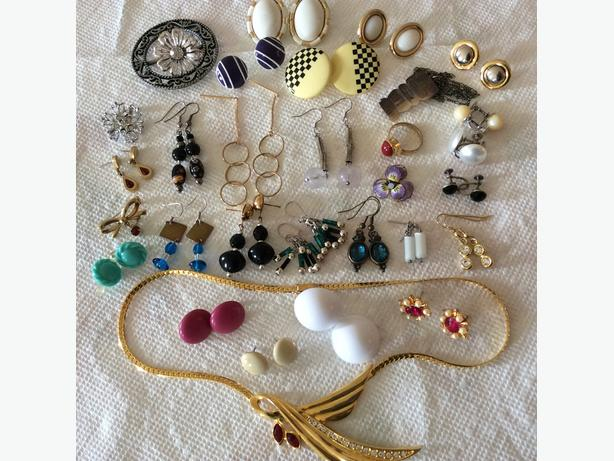 OLD COSTUME JEWELRY -  30 piece group for $10.00