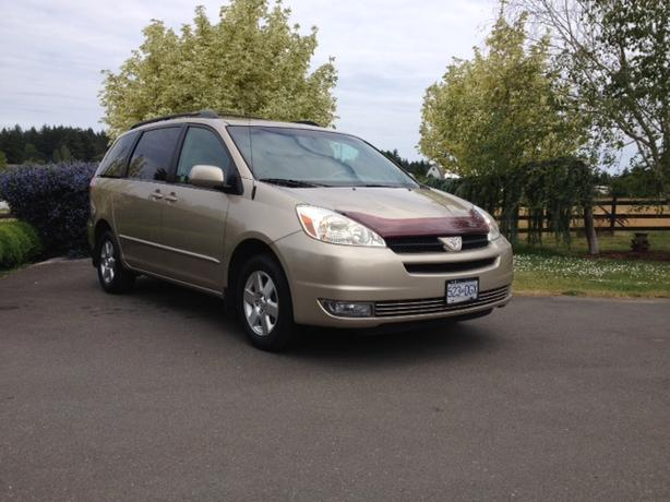 2004 toyota sienna le 3 3l v6 7 passenger 5950 obo. Black Bedroom Furniture Sets. Home Design Ideas