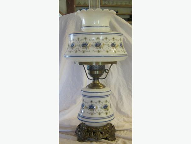 125 large quoizel inc 1973 abigail adams hurricane table lamp. Black Bedroom Furniture Sets. Home Design Ideas