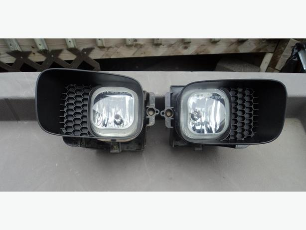 2005 Ford Ranger left and right fog lights with surrounding bezels