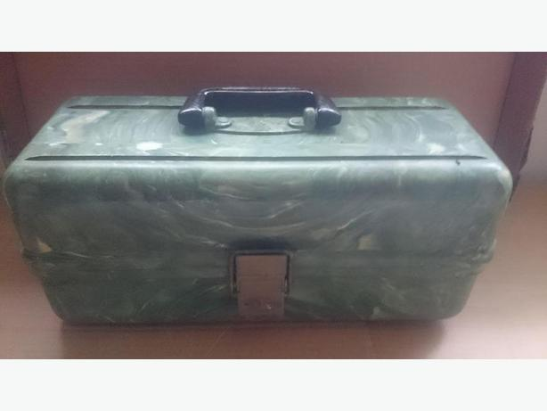 1950's Plano 4200 plastic tackle box