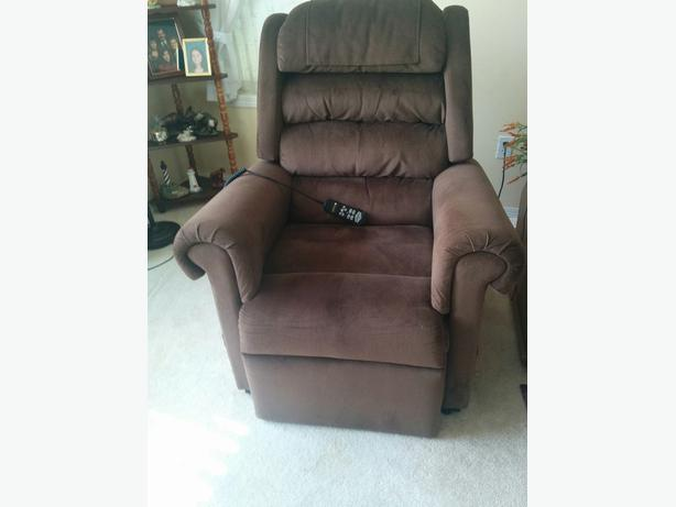 Maxi-Comfort Golden Relaxer PR756 Medium Lift Chair