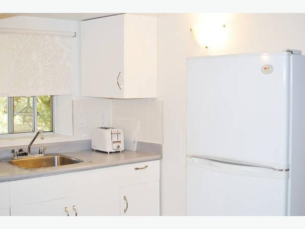 Furnished 1 Bed, 1 Bath Fort & Foul Bay - Close to Everything