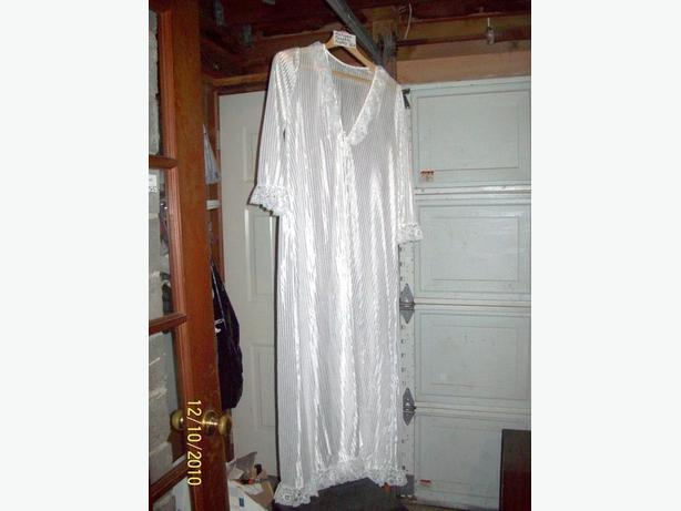 ANTIQUE LADIES NIGHTIE