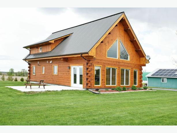 3 Bed 2 Bath Log Home in Moose Creek on 4.2 Acres!