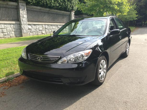 ((( 2005 Toyota Camry  LE  ONLY 25,500 KLM NO ACCIDENTS)))
