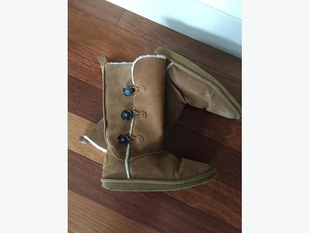 American Eagle Ugg boots