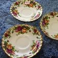 BRAND NEW ROYAL ALBERT COUNTRY ROSES, 15 PC DINNERWARE SET