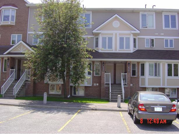 2 Bdrm 1.5 Bth 6068 Red Willow (Orleans) $1300/mth