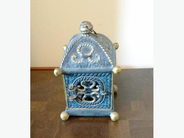 CAST IRON PAGODA STYLE CANDLE HOLDER