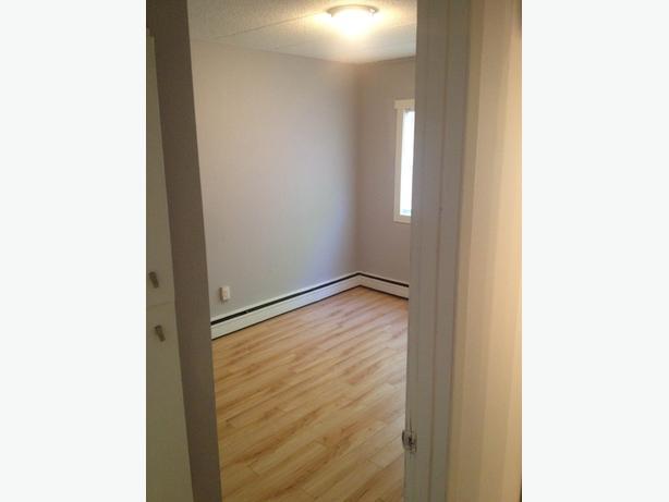 *Sale*  1 Bed Suite for Rent - Washington Park